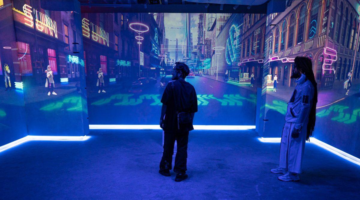 Инсталляция Adidas «Газетный киоск будущего»