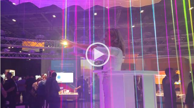 Посетители ADOBE SUMMIT EMEA 2019 управляли огромным интерактивным облаком.