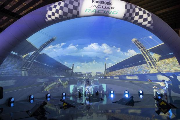 Живое танцевальное шоу от компании Panasonic